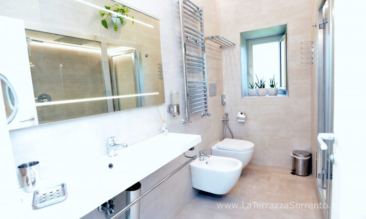 Large Bathroom at La Terrazza Vacation Rental in Sorrento