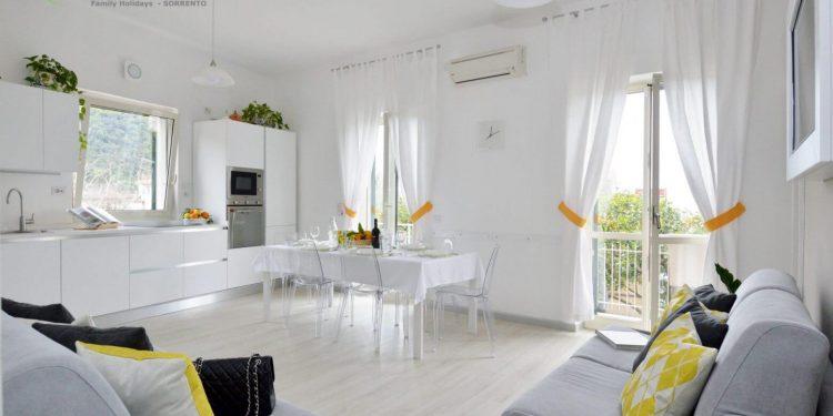 Sala de estar con cocineta a La Terrazza Family Holidays - Sorrento Coast