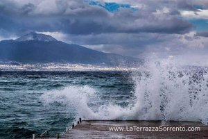mare agitato sorrento